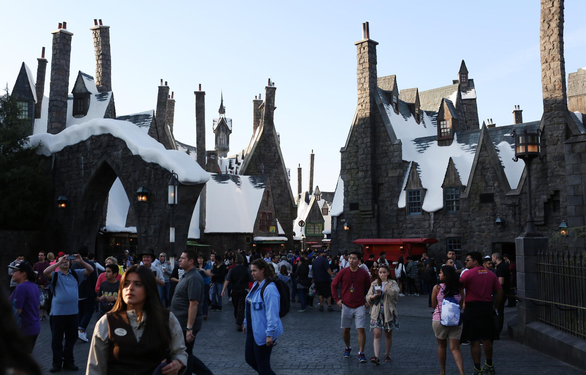 wizarding world harry potter three broomsticks