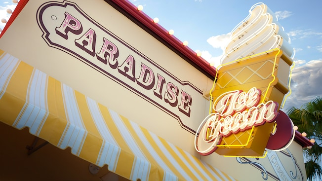 character dining at the paradise pier hotel